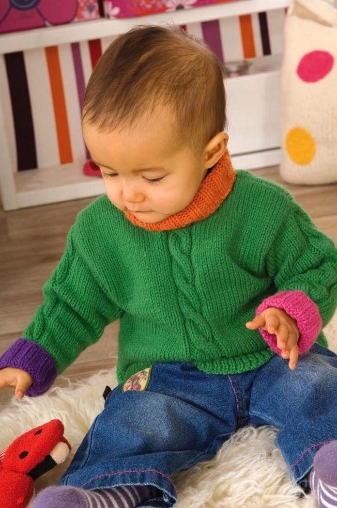 Photo of Gestrickter Kinderpullover mit Zopfmuster – kostenlose Strickanleitung