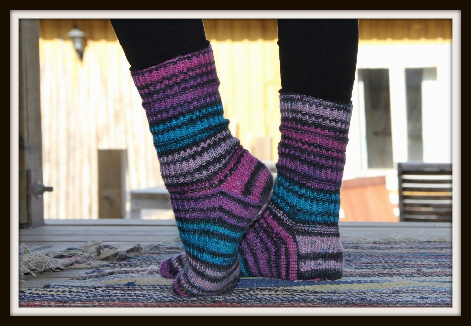 Tuulen askeleet: Sukkamaraton (Yarn: SuperSocke100, tropical-color)