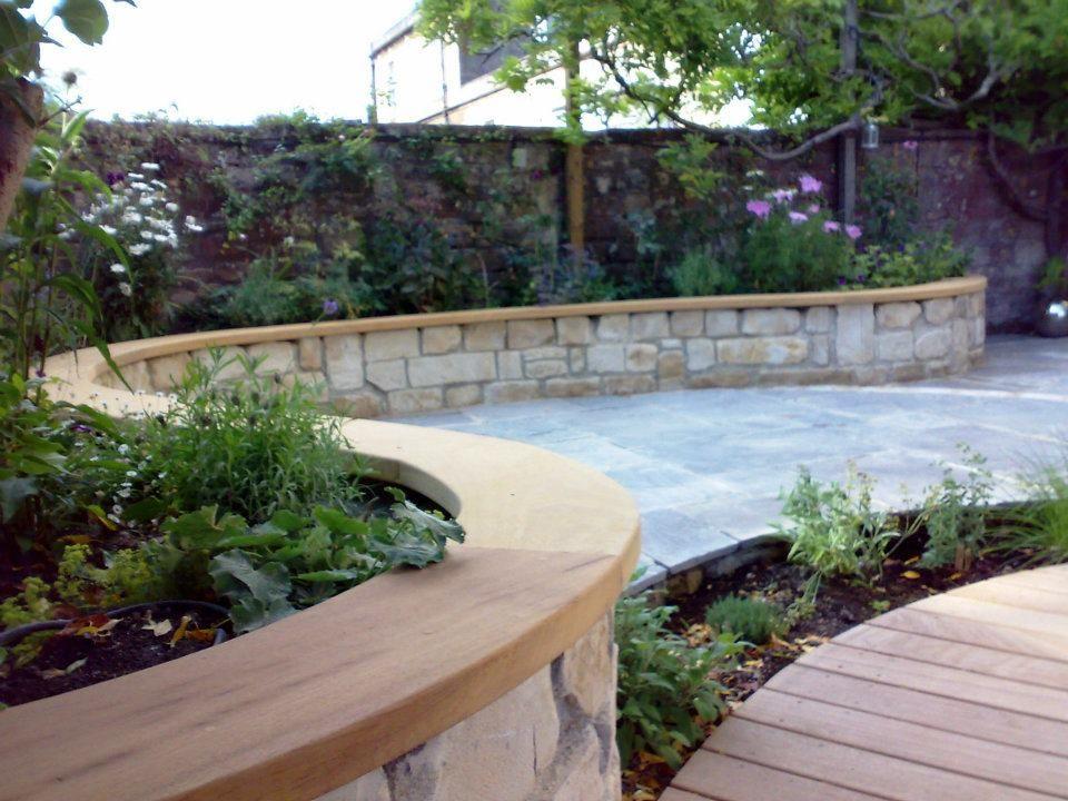 Curvy courtyard gardenCurvy courtyard garden designed and ...