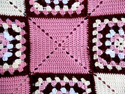 Free Pattern] Simple Yet Clever And Striking Granny Square Rug ...