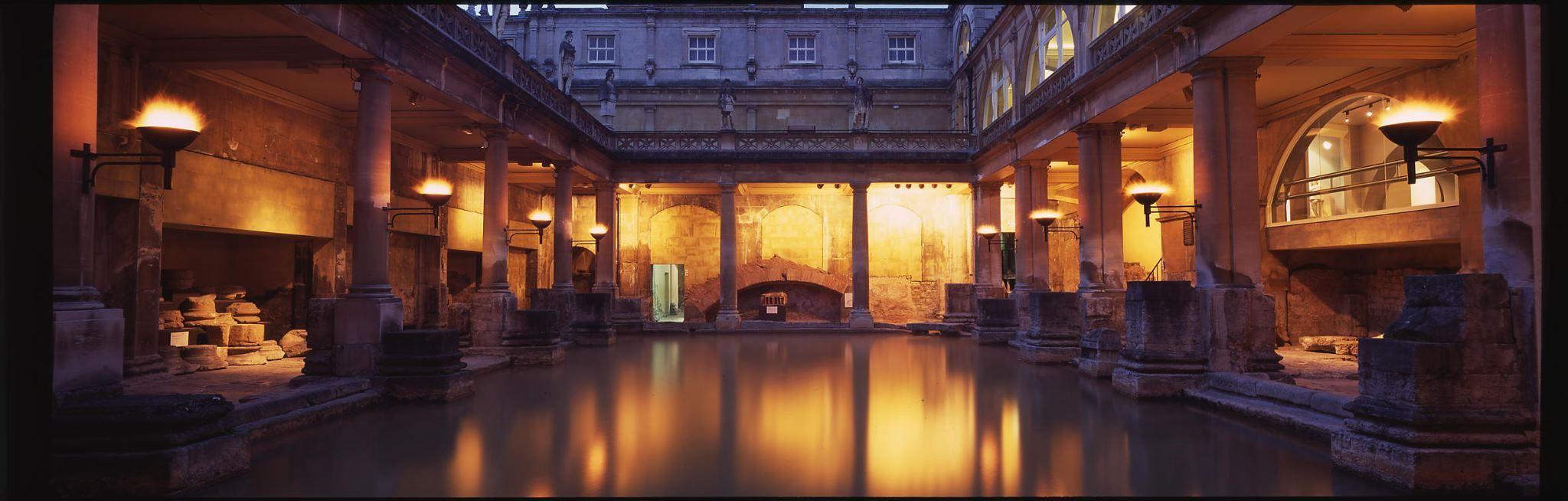 Roman Baths At Bath In The Evening Roman Baths Romantic Places