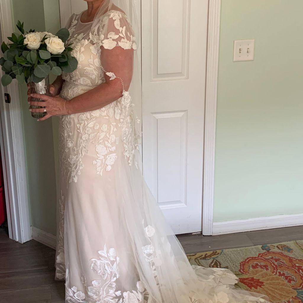 Floral Illusion Cap Sleeve Plus Size Wedding Dress David S Bridal Davids Bridal Plus Size Davids Bridal Wedding Dresses Wedding Dresses [ 1024 x 1024 Pixel ]