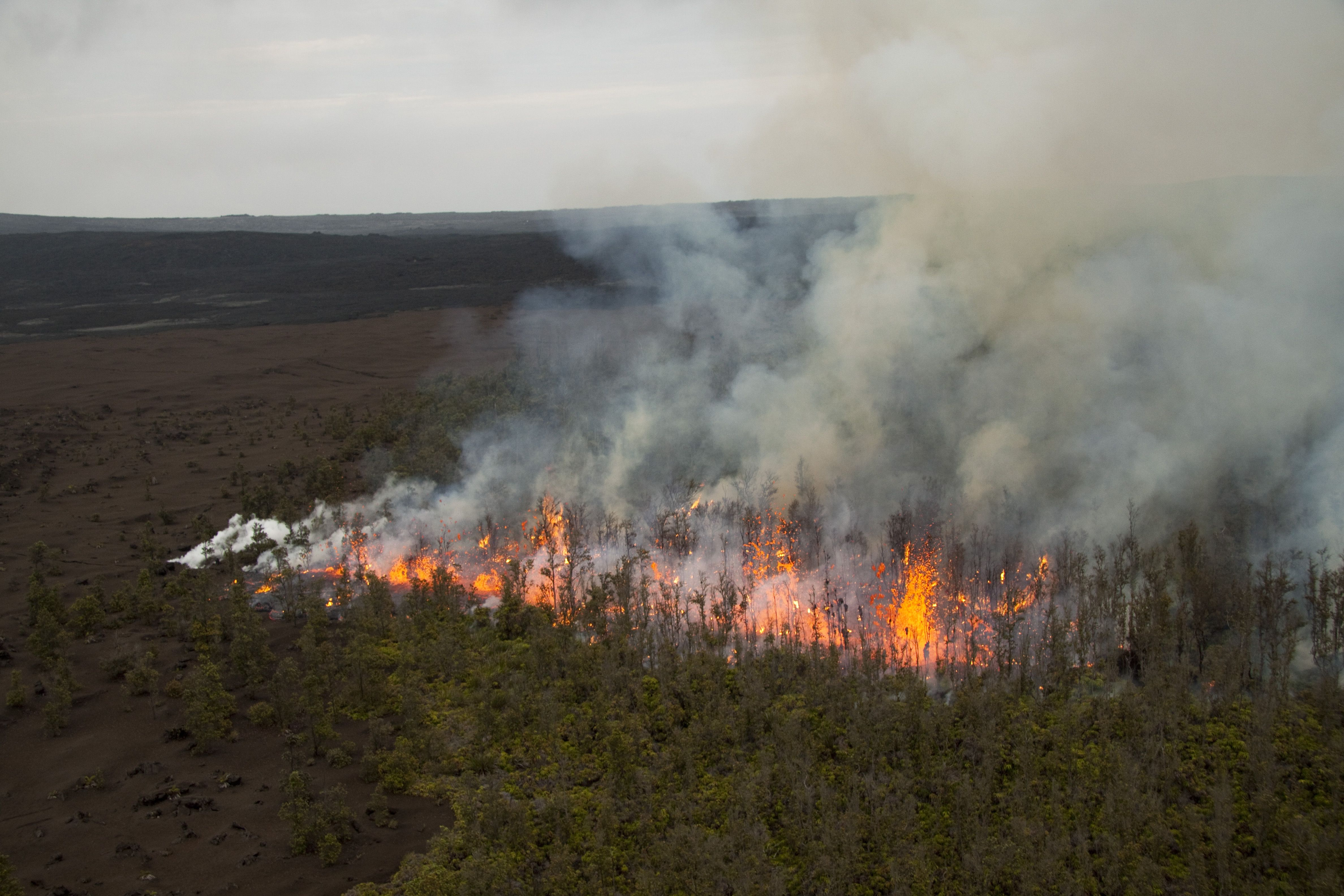 Big Island Video News' image of the Fissure that developed between Pu'u'O'o and the Napau Crater