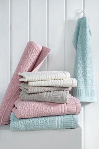 Klassisches Handtuch in Weiß - anschmiegsam und saugstark