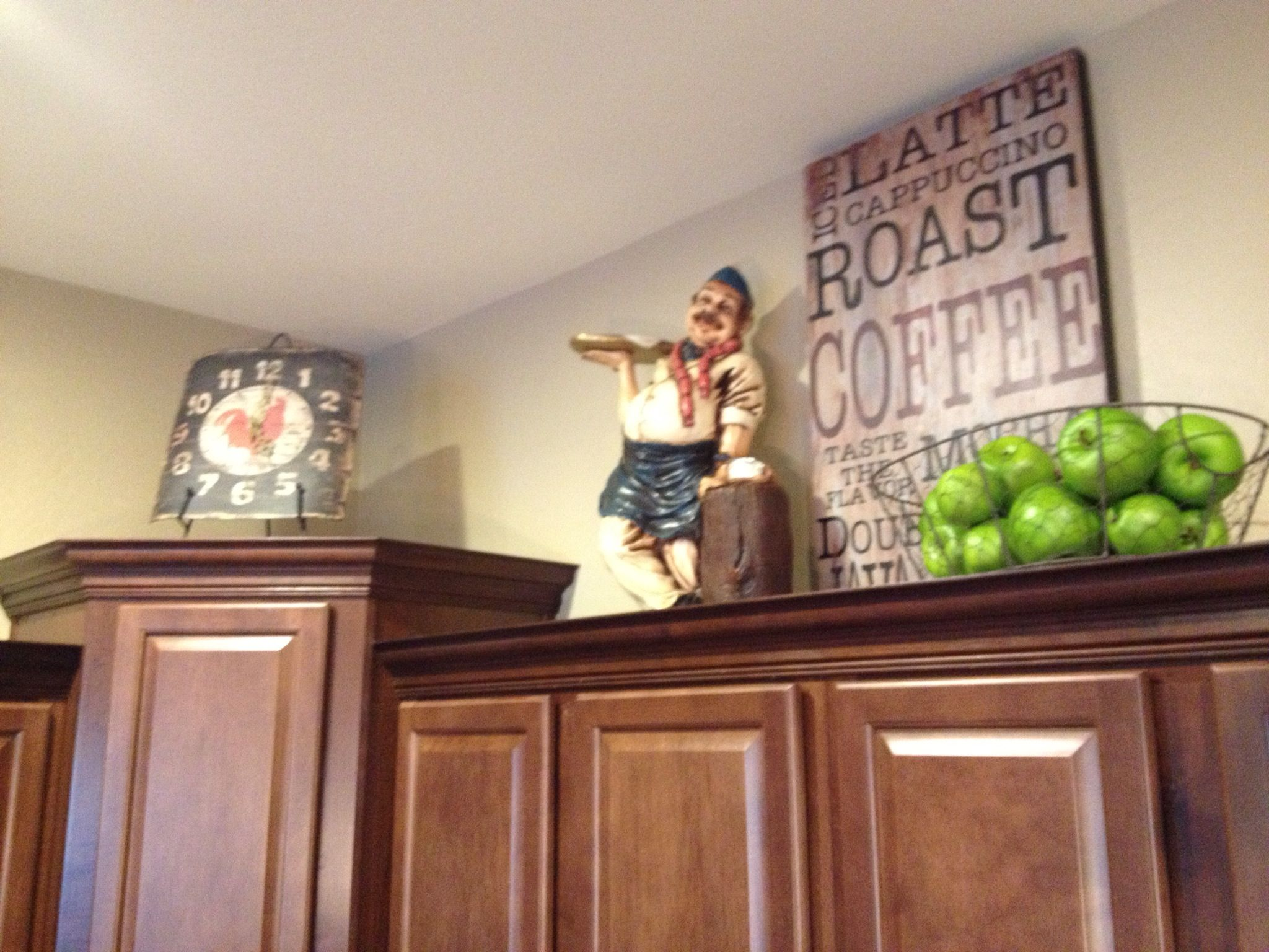 Kitchen Cupboard Tops above cabinet decor - i want to make that cute coffee sign for the
