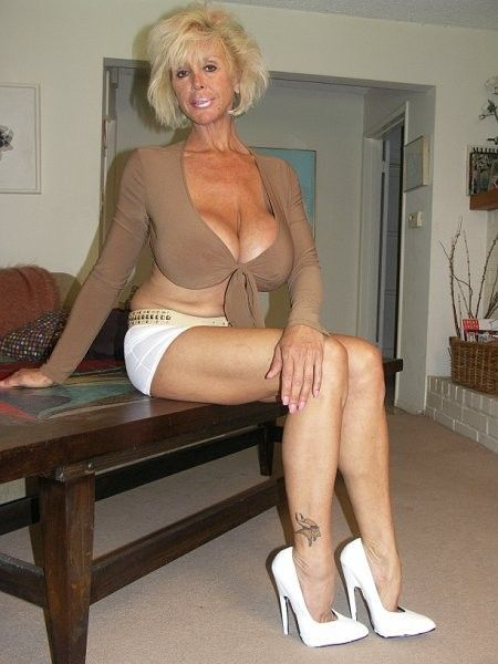 Blonde milf squirting