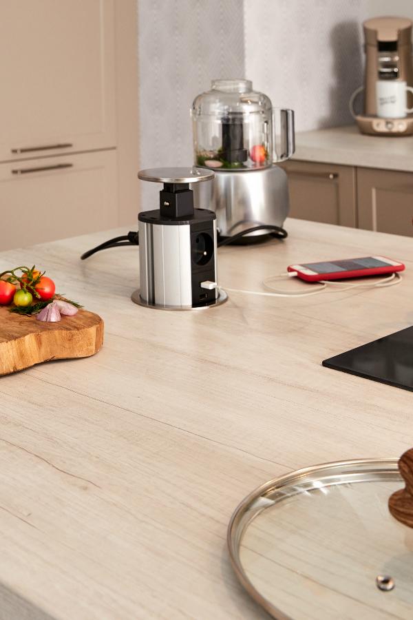 Une Cuisine Avec Ilot Ouverte Sur Le Salon Ilot Cuisine Cuisine Diner En Famille