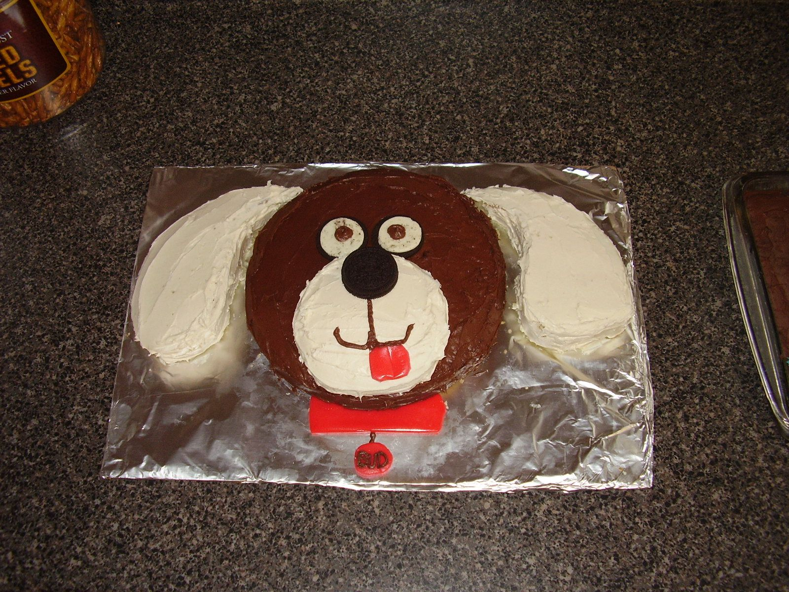 simple dog cake using 2 round cakes maybe something I could pull