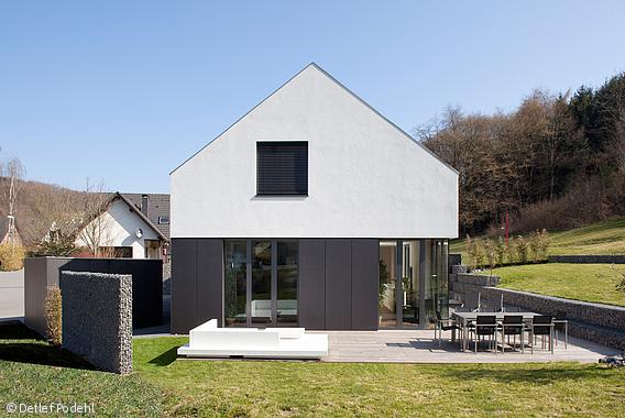 einfamilienhaus bei k ln bonn h user pinterest einfamilienhaus k ln und satteldach. Black Bedroom Furniture Sets. Home Design Ideas