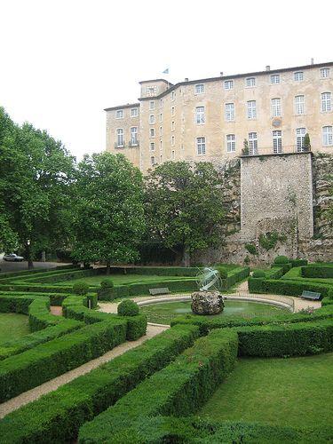 Chateau D Entrecasteaux A Jardin Public A La Francaise Designed