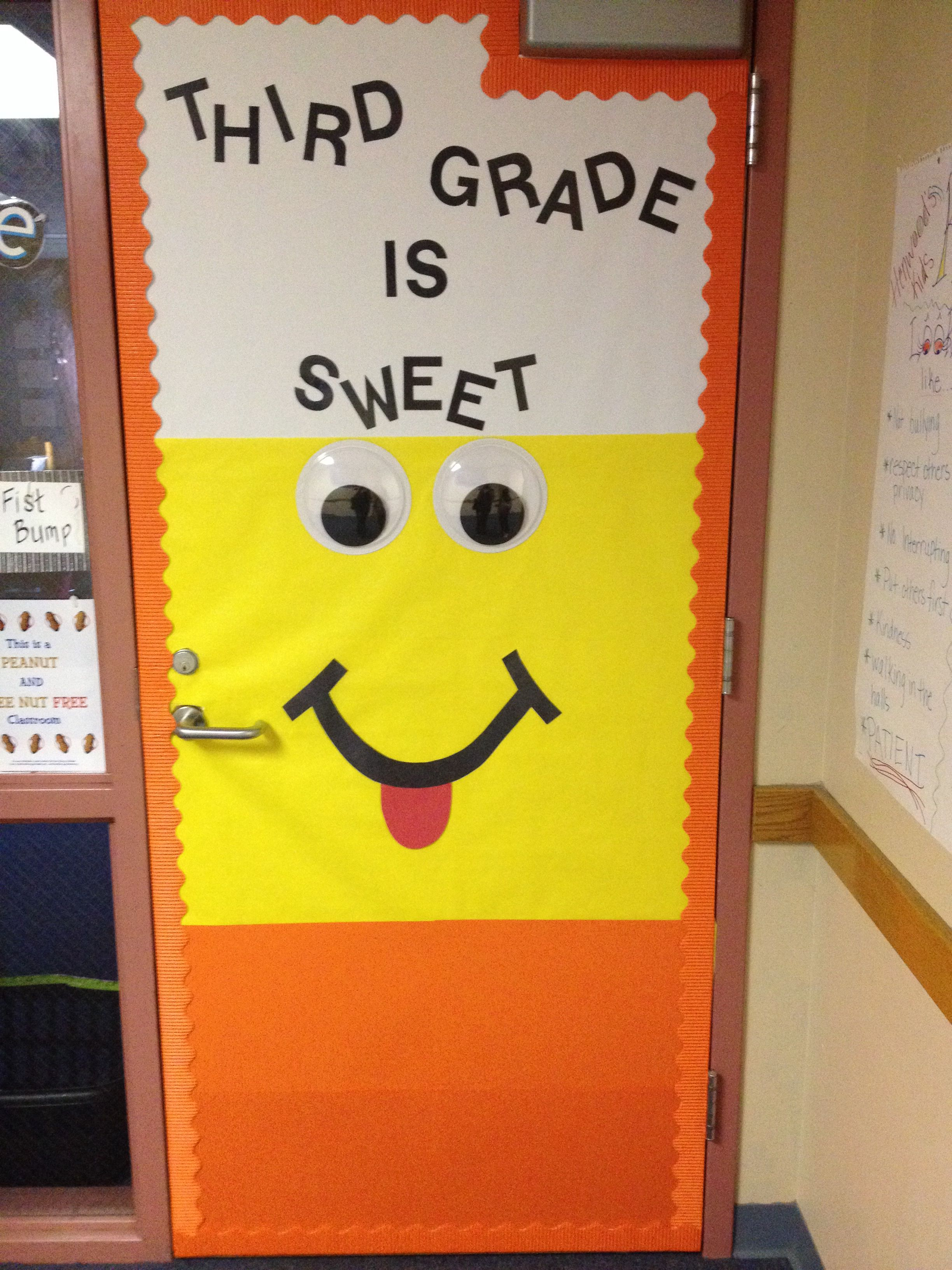 Fun for a fall door decor! With googly eyes! Classroom Pinterest - Halloween Classroom Door Decorations