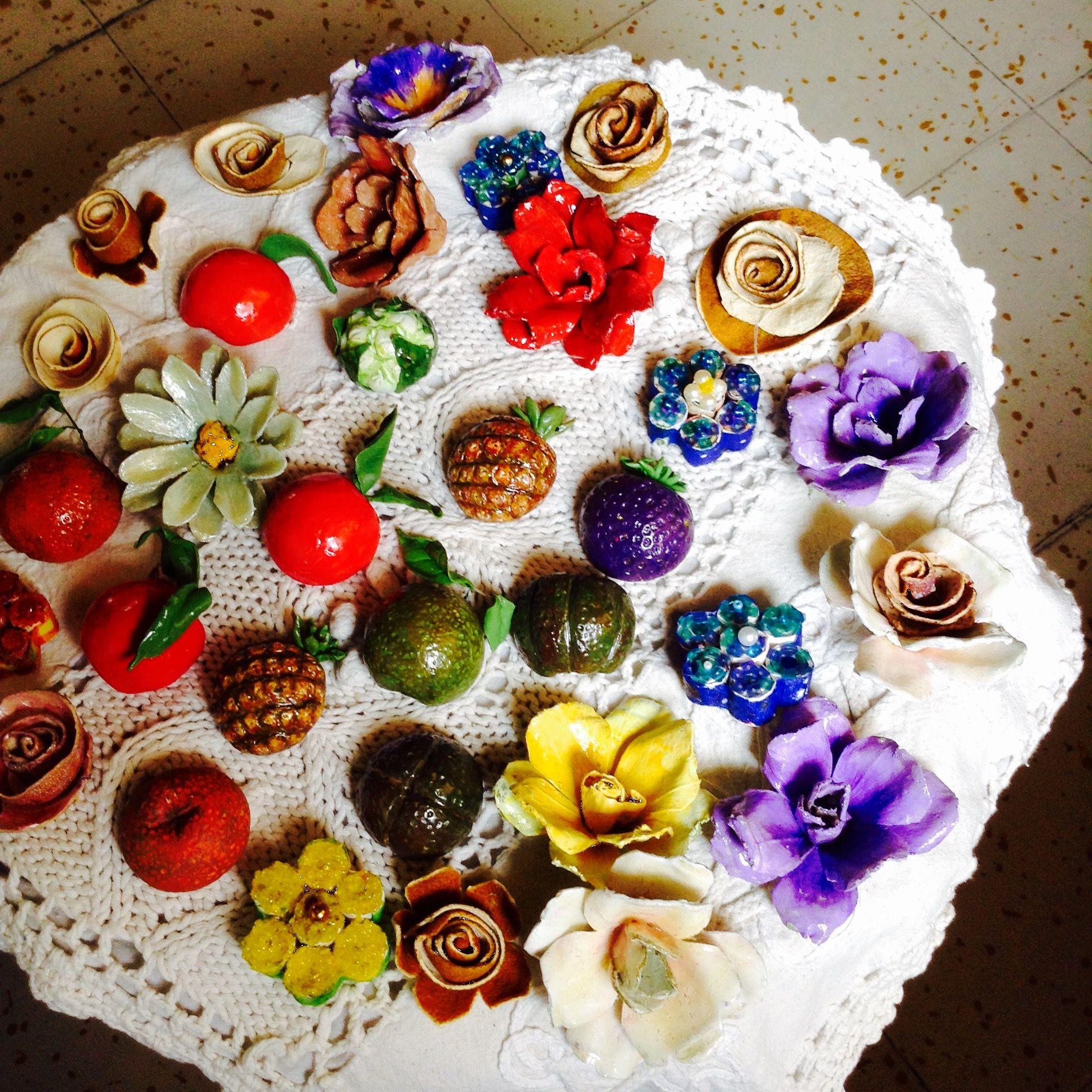 Flores y frutillas elaboradas en cart n de huevos y - Manualidades en carton ...