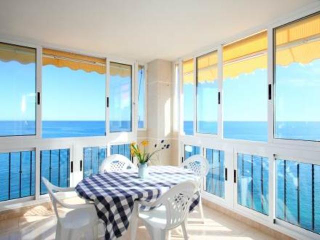 Alquiler de apartamentos baratos para vacaciones en benidorm, pisos baratos en la playa para vacaciones de verano, apartamentos en primera línea de playa. Alquiler de Apartamentos/pisos en BENIDORM. Casaspain ...