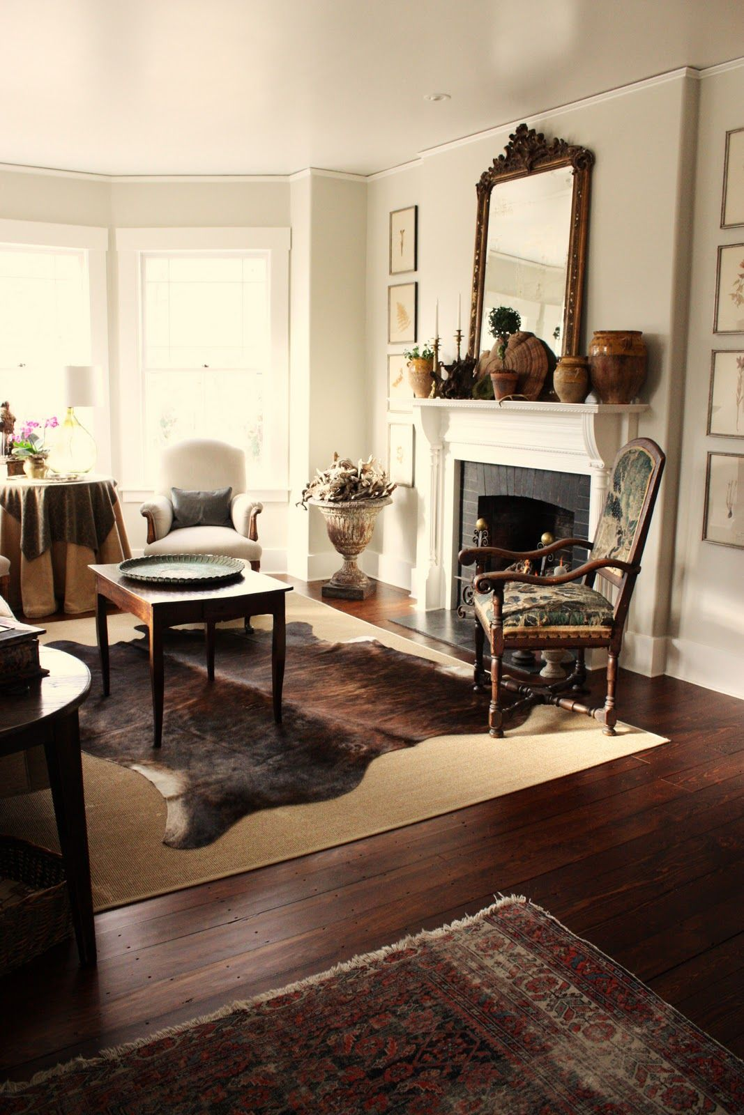 Love this home decor mix Hide rug living room, Cowhide