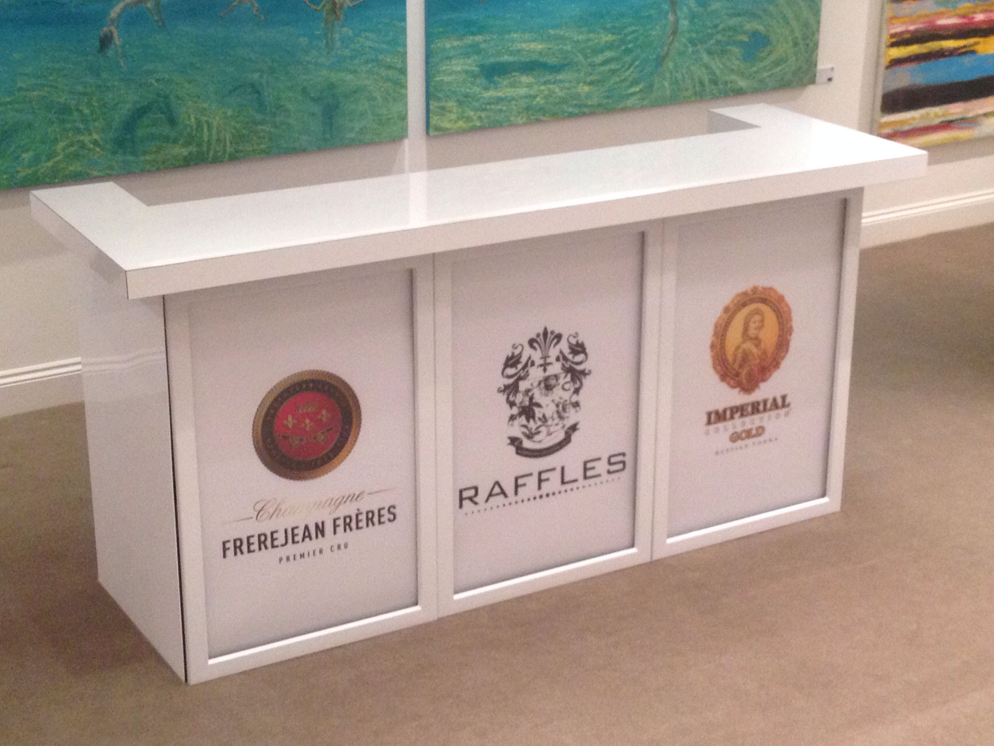 Piano White Gloss Mobile Bar for Gallery Events and Weddings. Inclu ...
