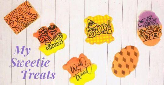 #halloween #trickortreat #halloweencookies #hauntedhouse #spiderweb #candy #boo #halloweenfavors #halloweengifts #halloweensugarcookies #decoratedsugarcookies #royalicing #royalicingsugarcookies #ghost #witch