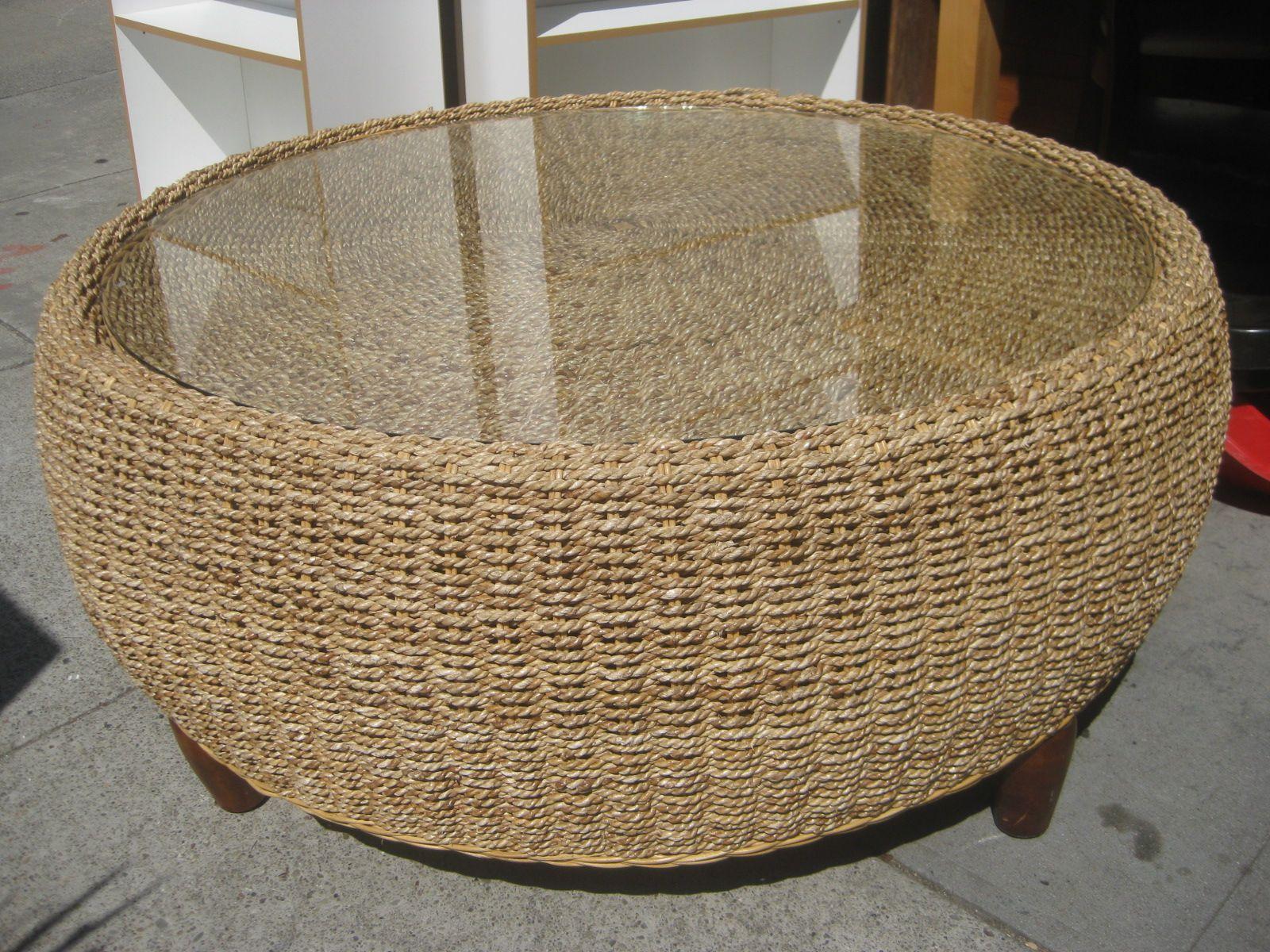 - Beautiful Round Wicker Coffee Table. Mesa De Centro Redonda