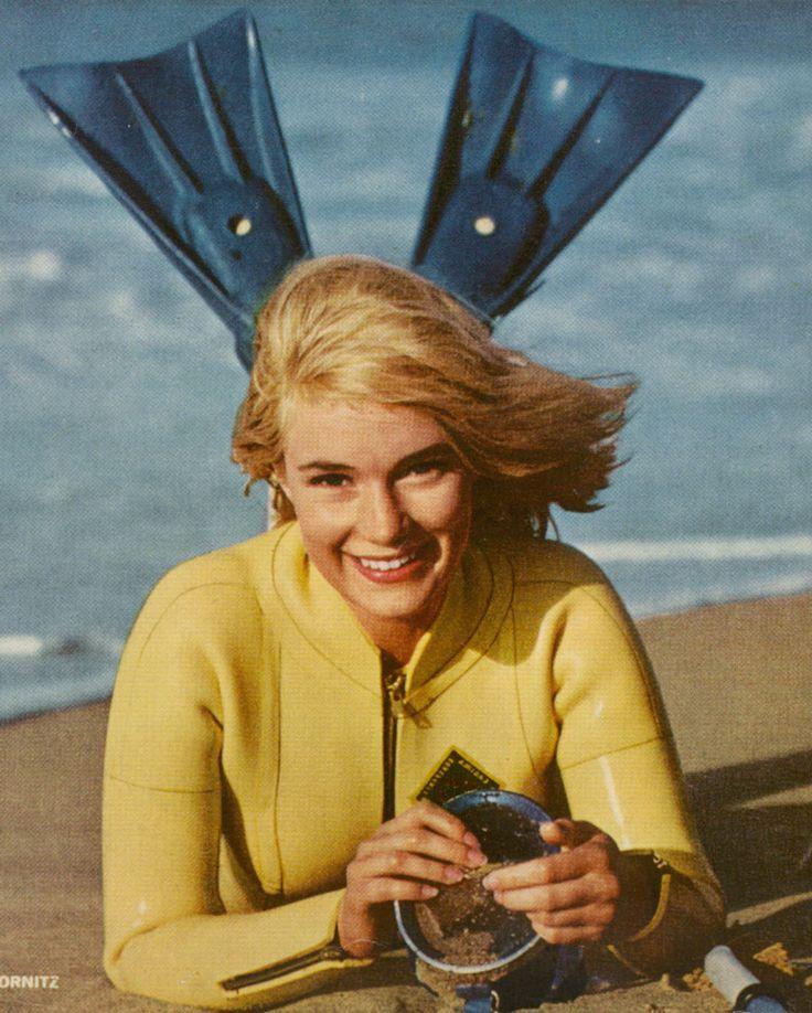 Vintage scuba girl