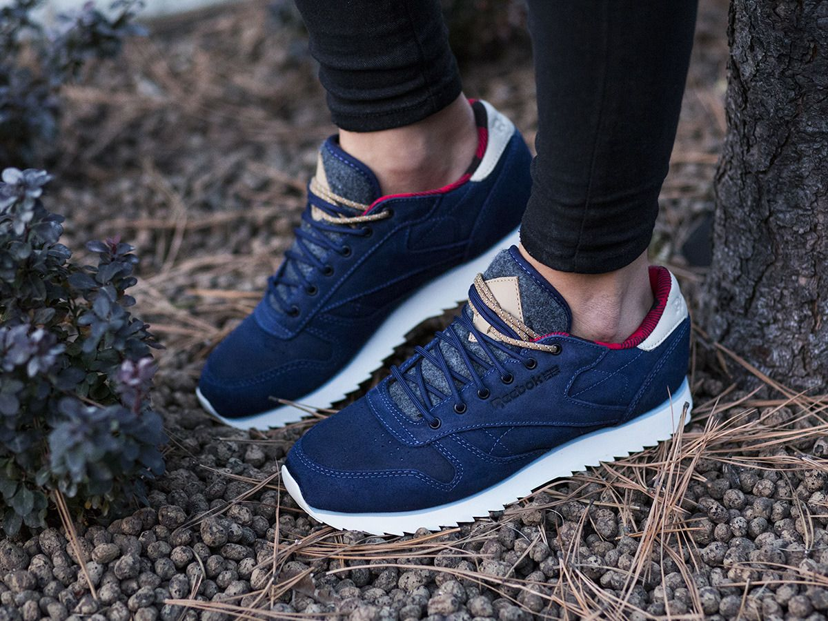 buy online 8beb5 fc553 Women s Shoes sneakers Reebok Classic Leather Outdoor AQ9777