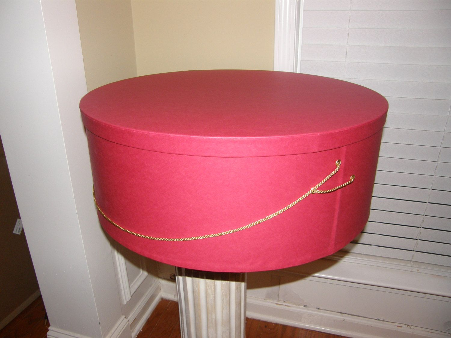 Where can you buy a 24 inch hat box?