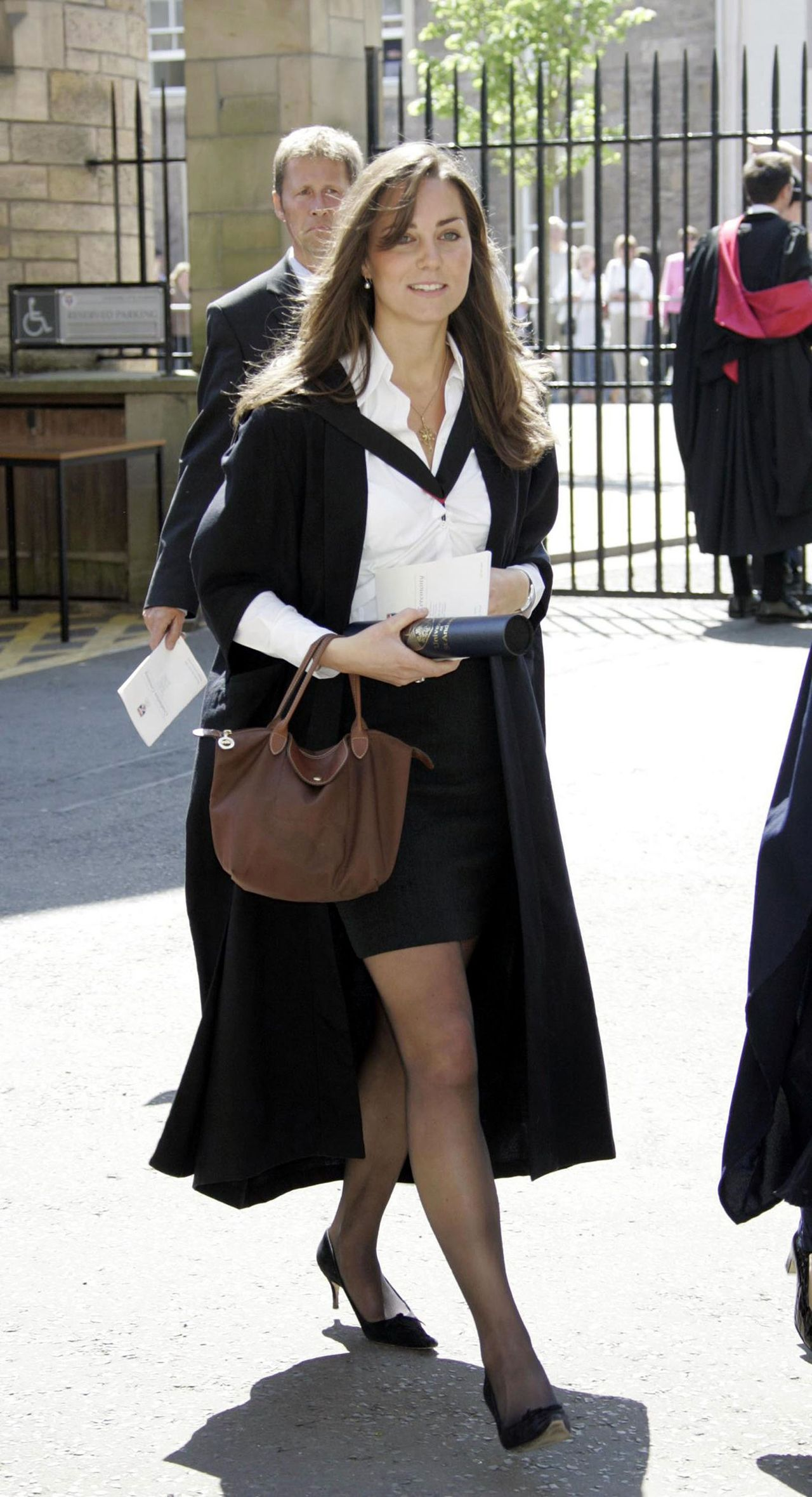 fd9e639a7e345 23 June 2005 - Kate And William s Graduation. Carrying Longchamp  Le Pliage   small tote in brown