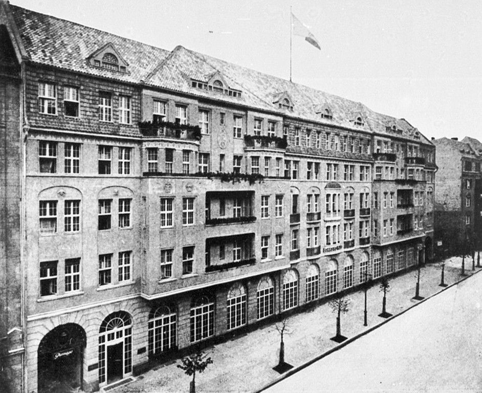 haus cumberland the beitzenburgerstr facade west berlin in old photographs pinterest alte. Black Bedroom Furniture Sets. Home Design Ideas