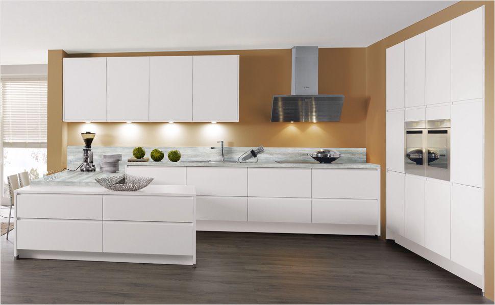 ein thekenelement mit extra breiten grifflosen schubladen bietet viel stauraum und grenzt die. Black Bedroom Furniture Sets. Home Design Ideas