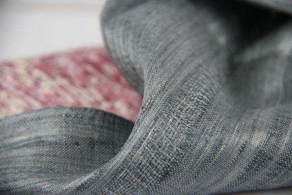 b5016532dd6b L un des plus beau foulard de cette collection de foulard en soie sauvage  tissé à la main. De