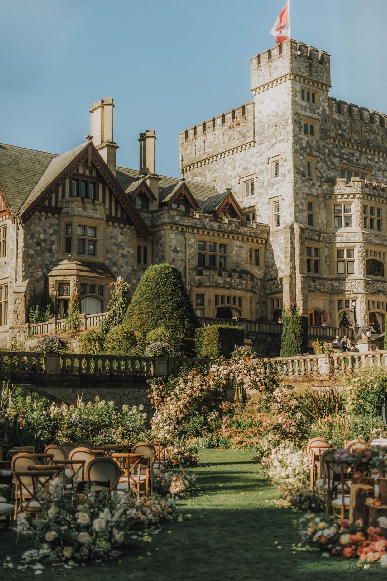 Fairytale Wedding At Oheka Castle Wedluxe Magazine In 2020 Castle On The Hill Castle Beautiful Castles