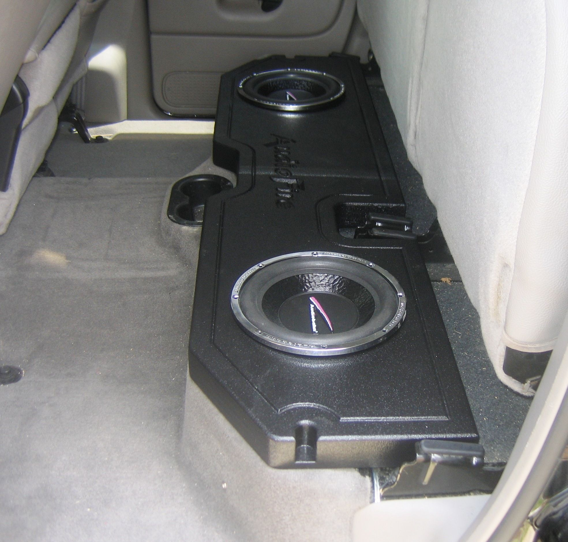 I want this speaker box for the back seat only a single sub i want this speaker box for the back seat only a single sub though thecheapjerseys Images