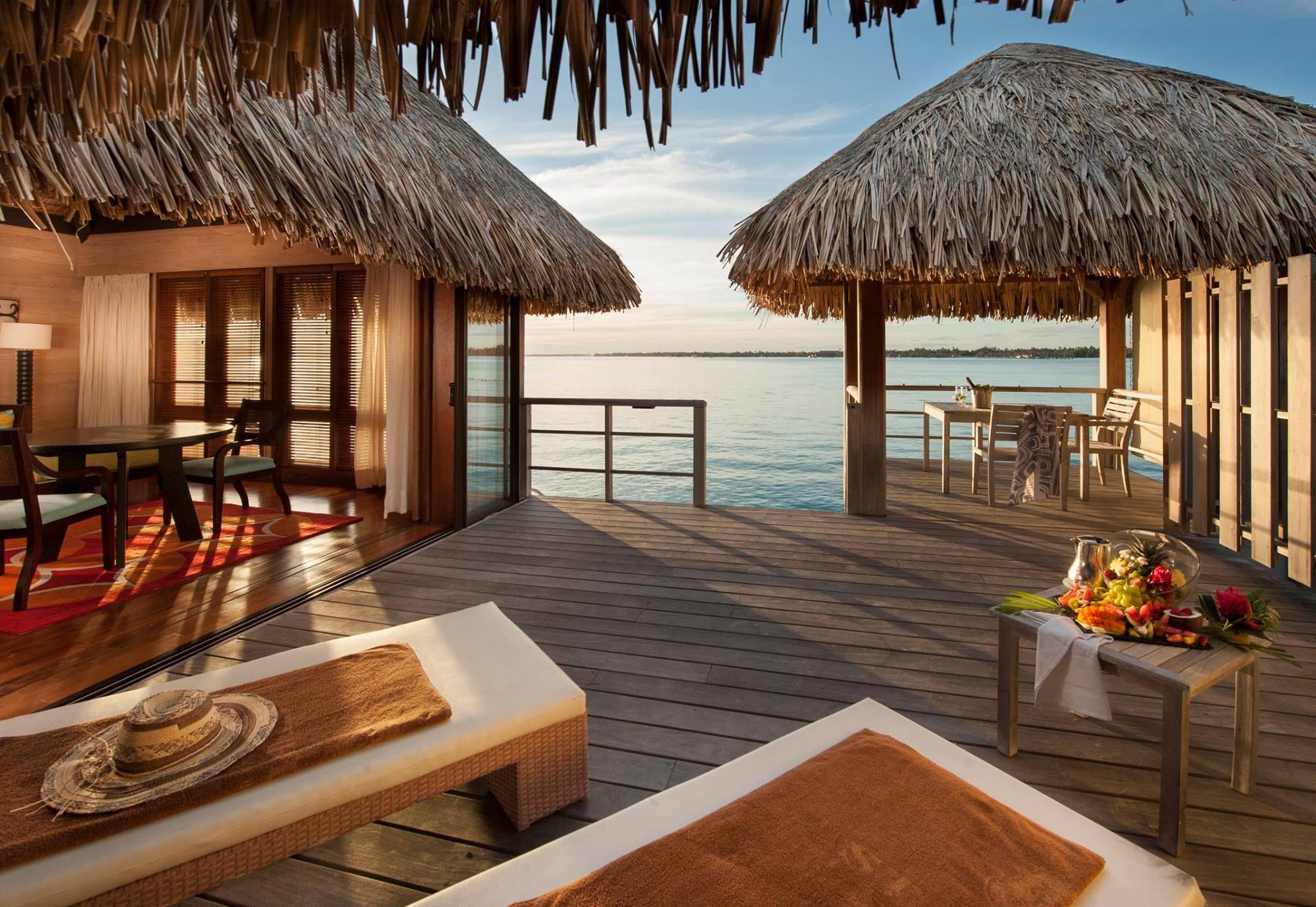 La sdraio per Lui e la sdraio per Lei... perché è importante avere i propri spazi, anche in vacanza. #SRBB #LOVESRBB #Polinesia #BoraBora #amore #StRegisBoraBora