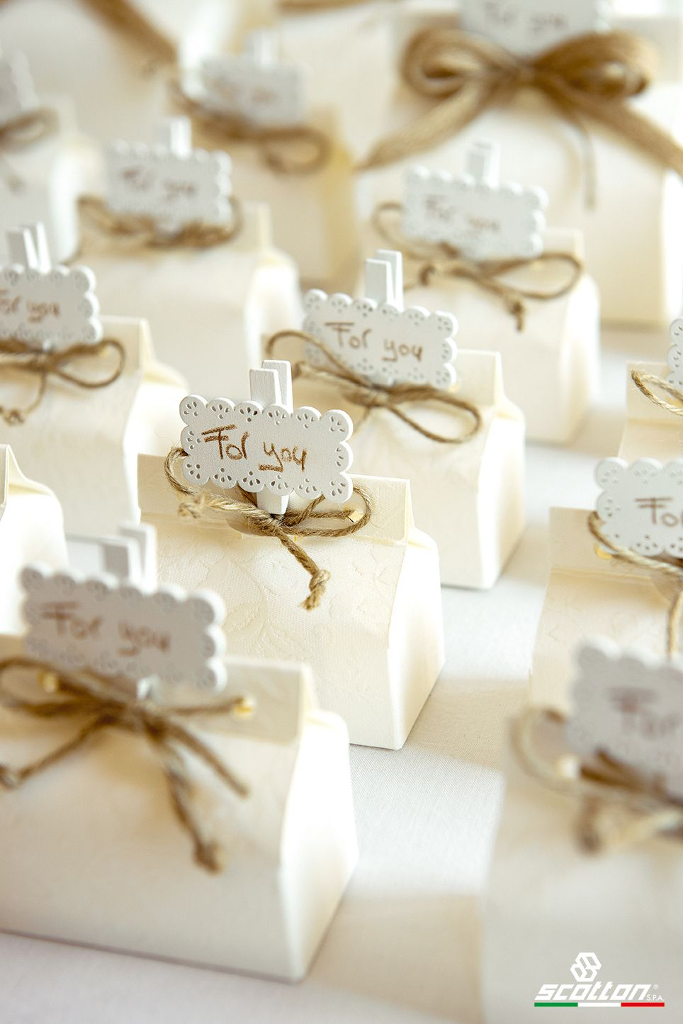 Scatole in cartone bianco, idea bomboniere per matrimonio di ...