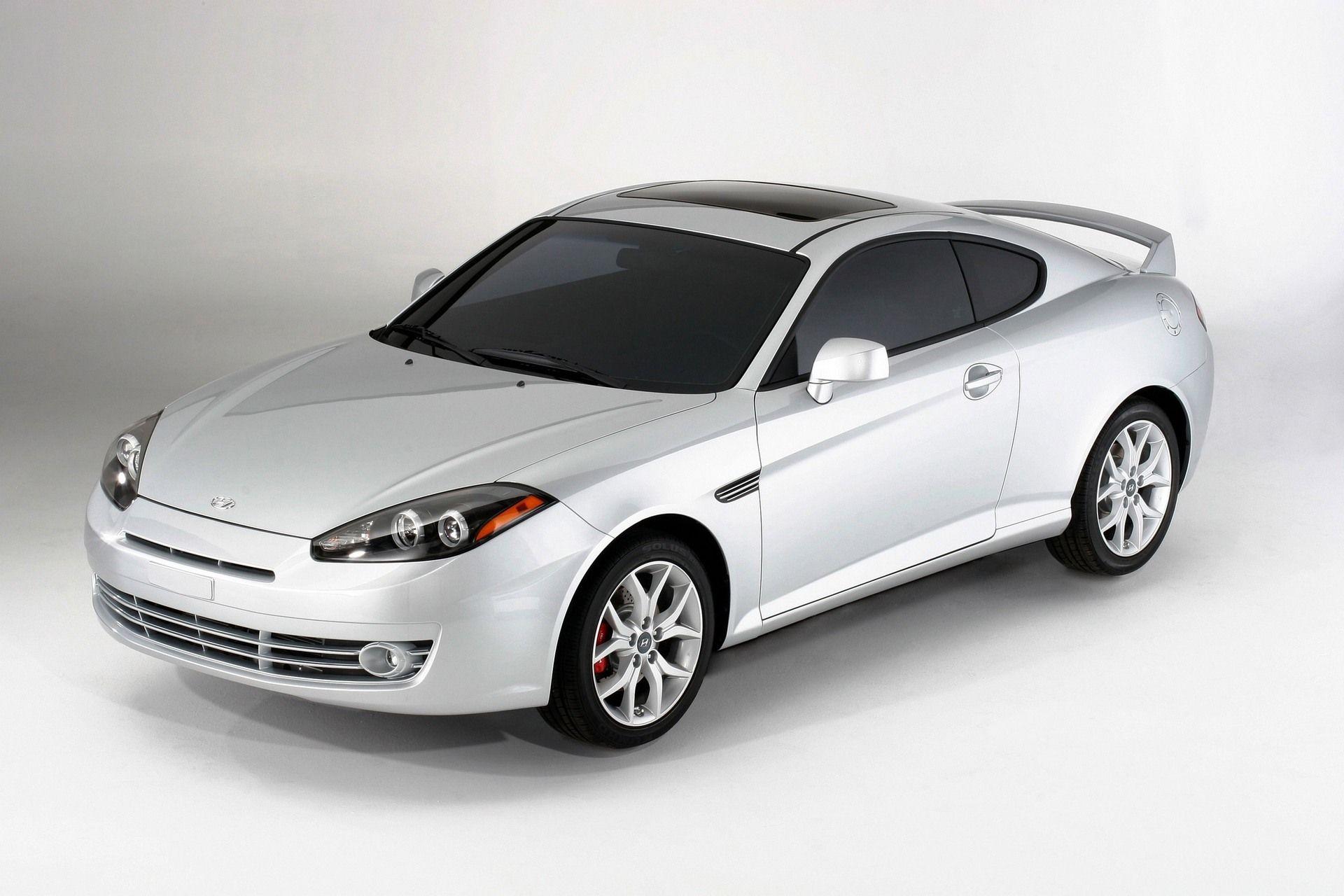 White Hyundai Tiburon 138 HP