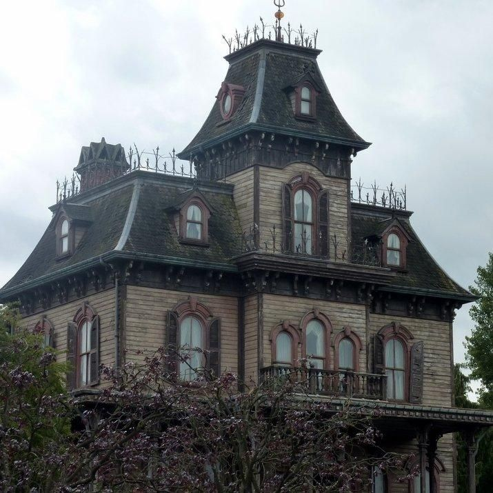 haunted places houses scary mansion most abandoned stories creepy spooky mansions gothic halloween york chilling edinburgh ghost hall disney hotel