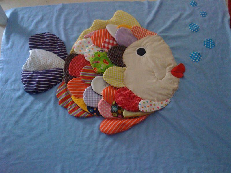 mon tapis d 39 eveil poisson quand les mains s 39 en m le tapis d 39 veil pinterest eveil. Black Bedroom Furniture Sets. Home Design Ideas