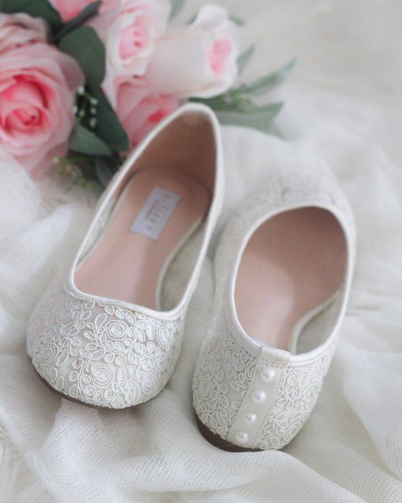 Women Wedding Shoes Bridesmaid Shoes  IVORY LACE round toe flats with PEARLS Women Wedding Shoes Bridesmaid Shoes  IVORY LACE round toe flats with PEARLS