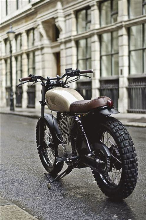 Yamaha sr 400 street tracker type 7 by auto fabrica for Yamaha motorcycle types