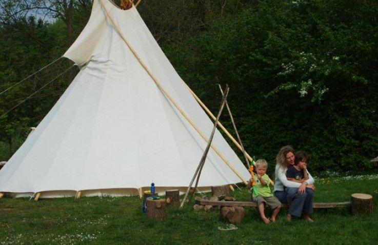 Midden in de Ardennen van België kunt u overnachten in deze bijzondere en traditionele tipi!
