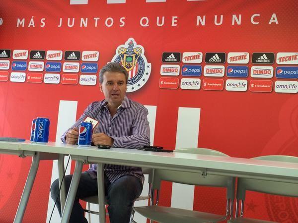 ÁRBITRO SE BURLÓ DE 5 JUGADORES: NÉSTOR DE LA TORRE El presidente deportivo de Chivas, Néstor de la Torre, confirmó que se presentó una protesta ante la Comisión de Arbitraje.