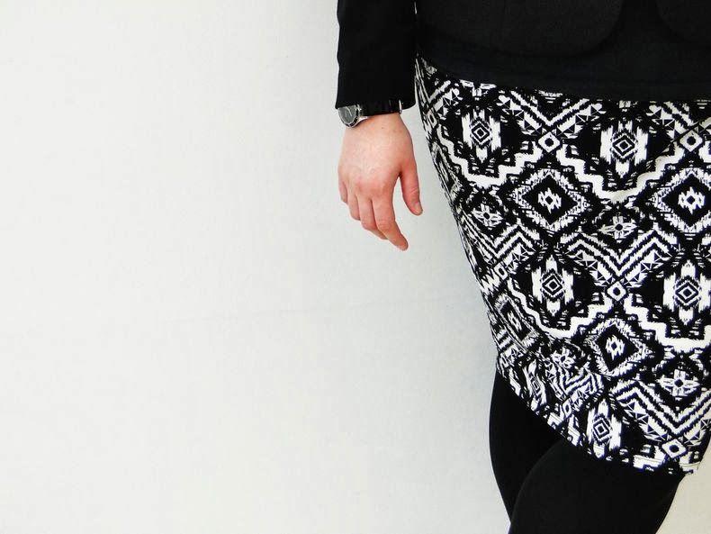 black & white skirt http://anaispenelope.blogspot.fr/2013/12/french-curves-6.html