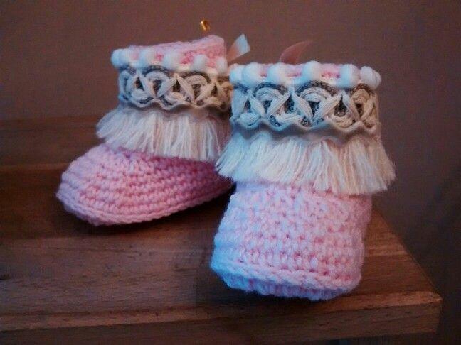 Botas étnicas de bebé en crochet. x