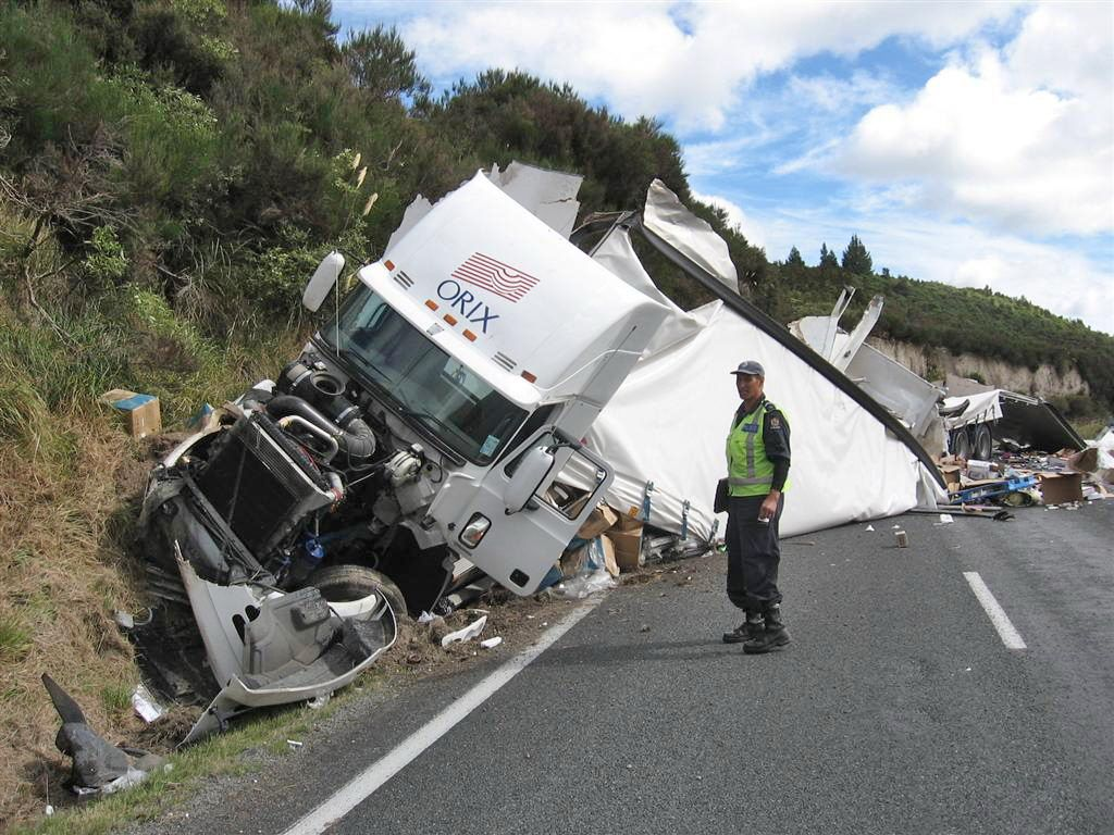truck accident Google Search Trucks, Accident, Bad drivers