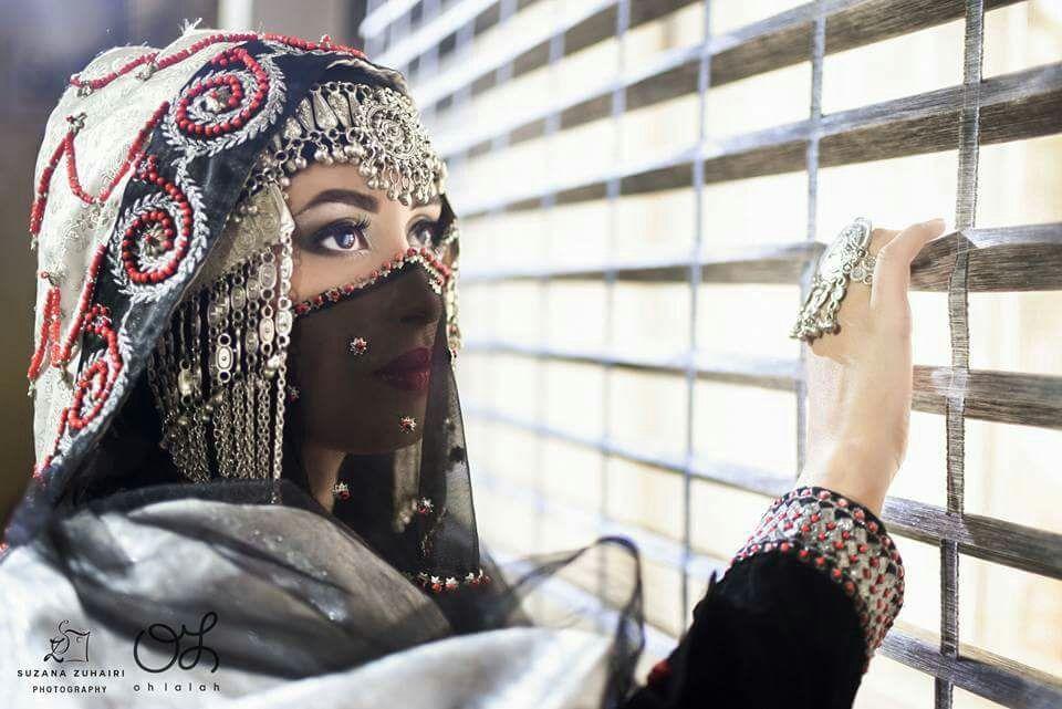 يـمانيه واليمن مظرب الامثال تاريخهم بالطيب والخير مذكور بنت اليمن لكني عن الفين رجال ماجاب راسي كل شامخ ومغرور Yemen Women Muslim Beauty Yemen Clothing