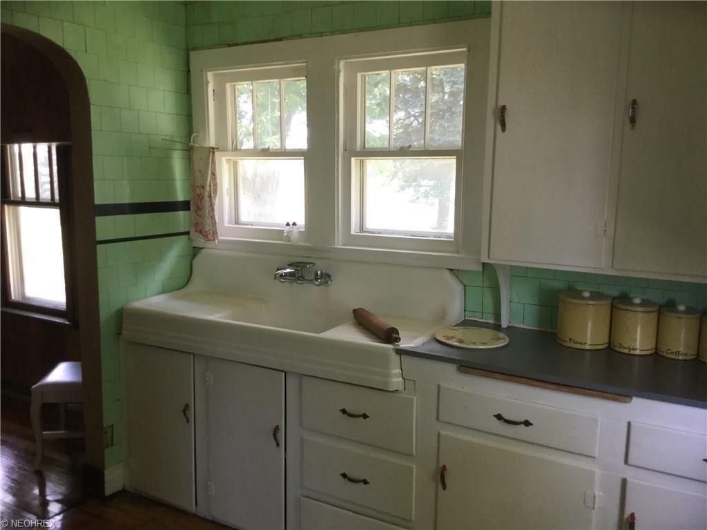 Wonderful 1920s 30s Bungalow On 3 Scenic Acres This Charming Home Has Original Refinished Hardwood Floors Throu Bungalow Kitchen 1920s Kitchen Vintage Kitchen