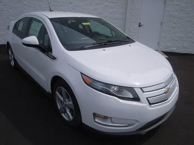 2013 Chevrolet Volt Base 4dr Hatchback Hatchback 4 Doors White For Sale In Lebanon Tn Source Http Www Usedcarsgro With Images New Cars For Sale New Cars