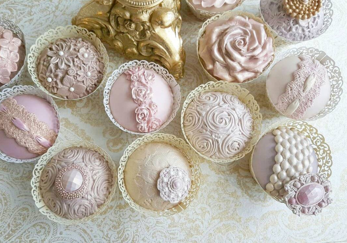 Beautiful Vintage Cupcakes by Cupcake Couture. Rose Mould - Karen Davies  Sugarcraft. Elizabeth Lace Mould - Karen Davies… | Sugar lace, Vintage  cupcakes, Rose molds