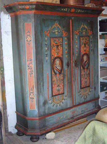 Les Armoires Peintes D Uzes Et Dans Le Monde Whimsical Painted Furniture Paint Furniture Wood Artwork