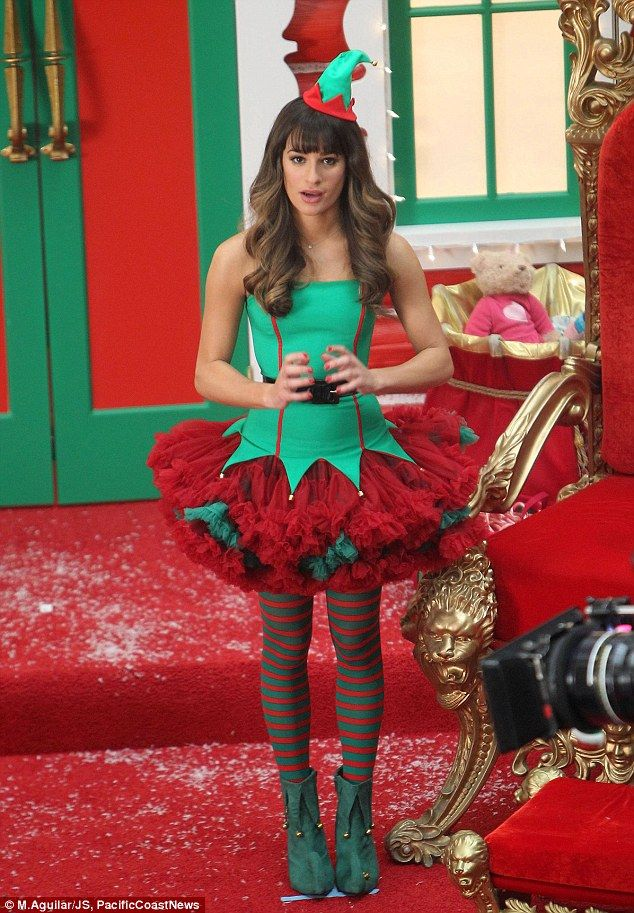 Lea Michele leads her fellow Gleeks in a Christmas-themed episode ...