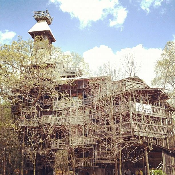 World S Largest Treehouse Minister S Treehouse Backyard House Tree House Play Houses
