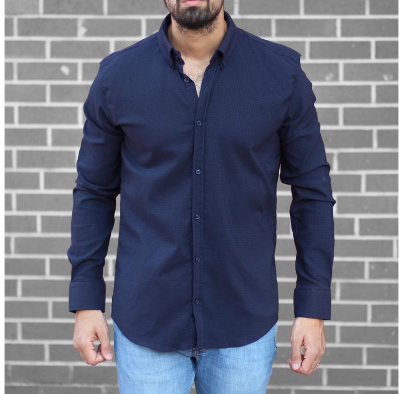 What color shirt to wear with navy blue shorts